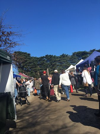 ‪Mornington Racecourse Market‬