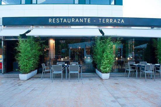 Noches Combinadas En La Terraza De Doos Restaurante
