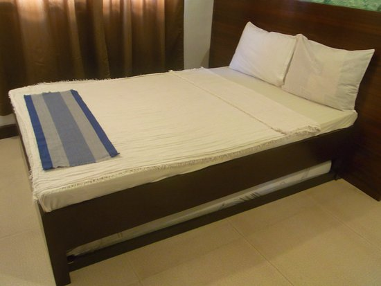 half off 74c96 efd8e double bed and pull out bed - Picture of Ziur Inn, Laoag ...