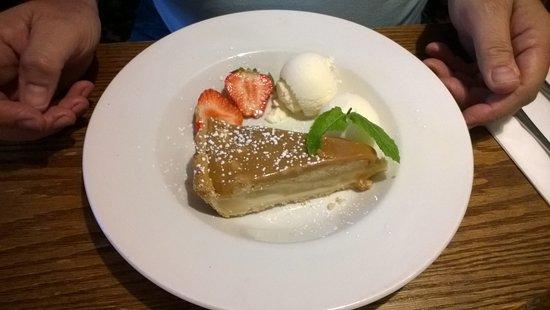 Acle, UK: Caramel Toffee Apple Pie