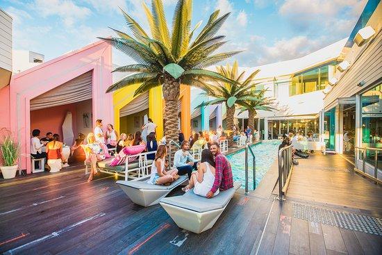 Matisse Beach Club: Sunset drinks at Matisse