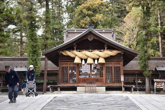 Suwa Shrine: これまた本殿以上に有名な春宮神楽殿