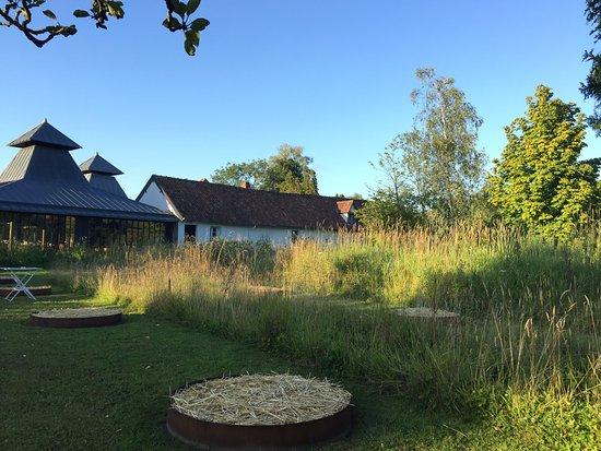 Jardin picture of auberge de la grenouillere montreuil for Auberge jardin champetre magog