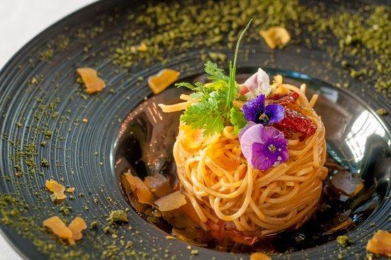 Ristorante Amarone: Tagliolini Aglio Olio con Bottarga e Astice, Tagliolini sautéed with oil and garlic on a bed of
