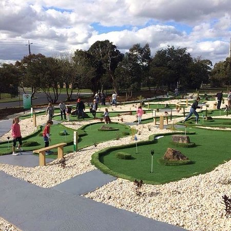 Sandringham, Australia: Having some fun in the sun @Sandy Mini Golf