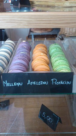 Boulangerie: There are macarons too here
