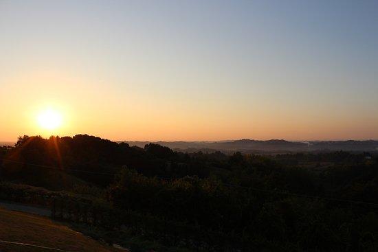 Tigliole, Włochy: Aussicht vom Whirlpool, Sonnenaufgang