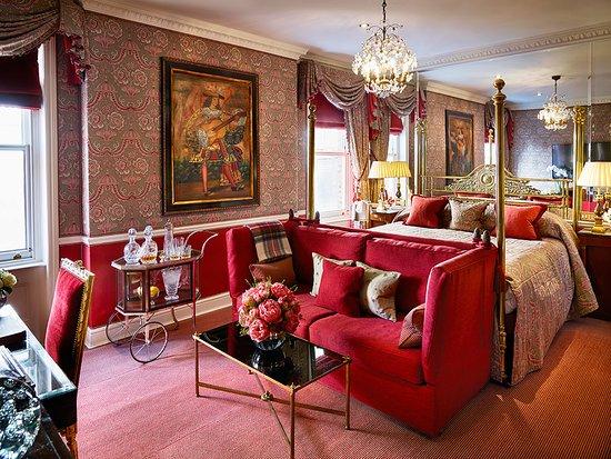 Egerton House Hotel: V&A Suite
