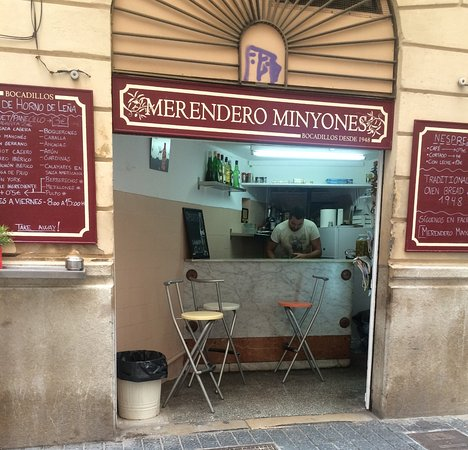 Merendero Minyones: Local