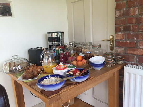 Hopton House Bed and Breakfast : Continental buffet - includes home baked cakes, fresh breads, fruit juices, yoghurts and fresh f