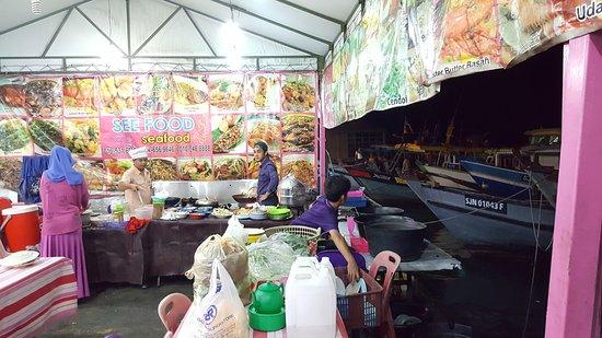 Kota Kinabalu District, มาเลเซีย: Open cooking area