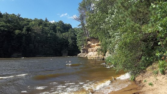 Birchcliff Resort : Beach at end of hiking trail