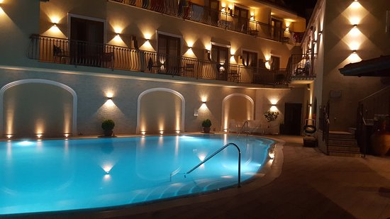 Hotel La Vue D'Or: Pool at night, beautiful!