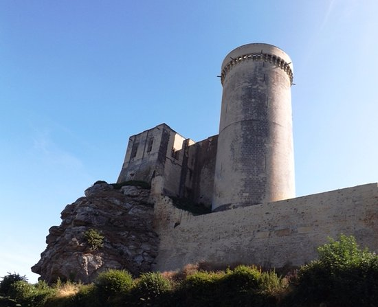 Falaise, France: The keep and tower from the car park