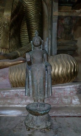 Temple of the Gadaladenia: More statues