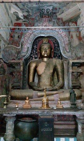 Temple of the Gadaladenia: Staues