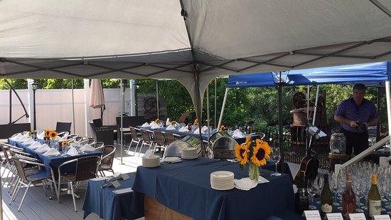 Warrensburg, Estado de Nueva York: 2016 at the Grist Mill (new patio with spectacular river views, live music, nightly specials and