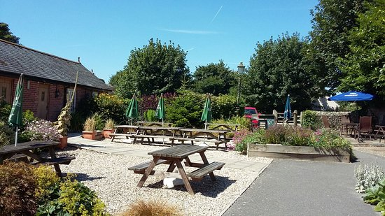 The Brewers Arms: Very good ale and pleasant garden. Easy access for wheelchairs.