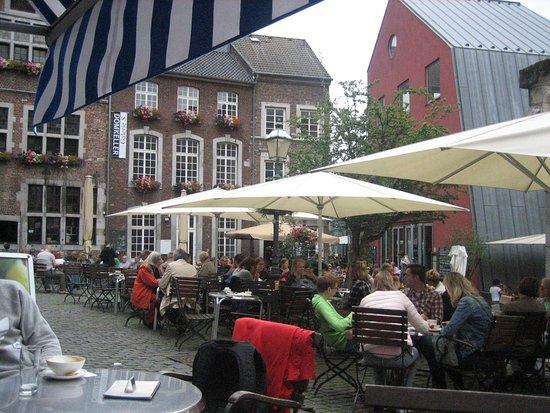 Cafe zum Mohren: Gezellig terras