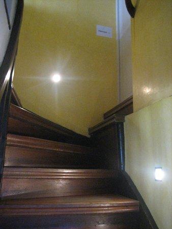 Cafe zum Mohren: De trap naar het toilet: zonder grepen moet je rechtsaf!
