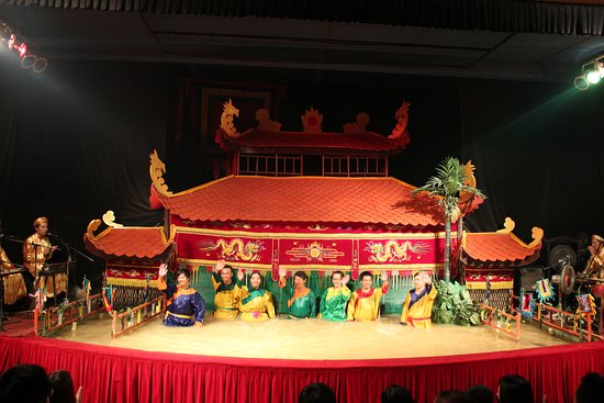 Teater Boneka Air Golden Dragon: Golden Dragon Water Puppet Theater