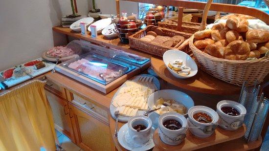 Jerzens, Austria: breakfast
