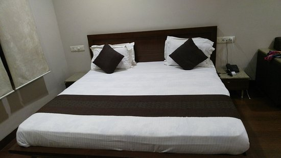 Hotel Basera Resmi