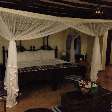 Kutani, Tanzania: huge bed