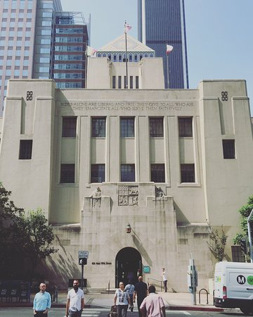 Los Angeles Central Library: Front of the library with DTLA skyline behind it.