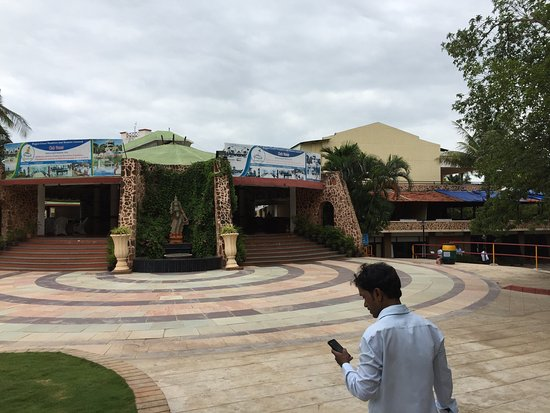 Pragathi Greenmeadows Resorts: For Family Day a perfect place and lunch was awesome but in the snacks there will be nothing to