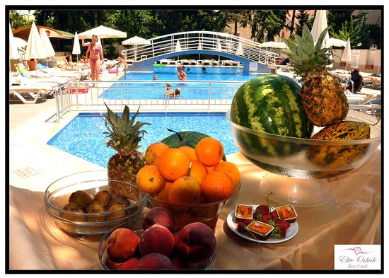 Elite Orkide Hotel: Pool Comfort with Exotic Fruits Served