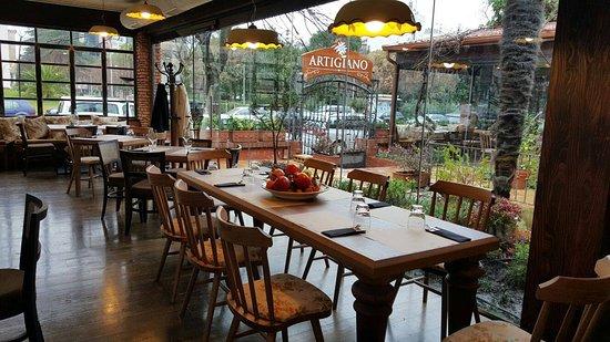 Artigiano at vila tirana ristorante recensioni numero for Interior design di bungalow artigiano