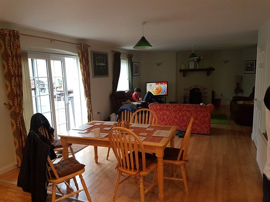 Moira, UK: Kitchen and living room area