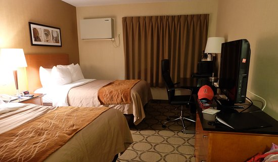 Comfort Inn Drummondville : two double beds