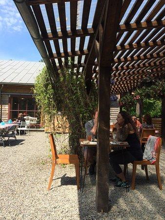 Sunfrost Farm: Shaded tables