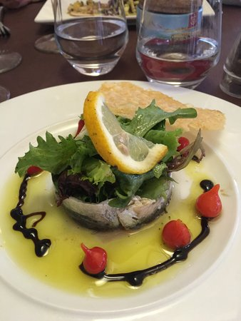L Estanquet : entrée : sardines marinées avec sa tuile au parmesan