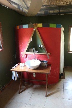 Olowuaru Keri Mara Camp: Vanity and large shower behind.