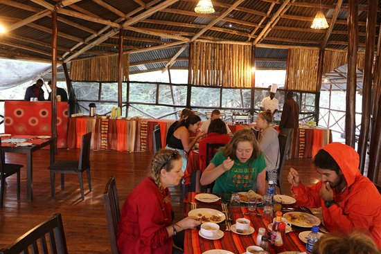 Olowuaru Keri Mara Camp: Beautiful, open dining area. Meals were excellent!