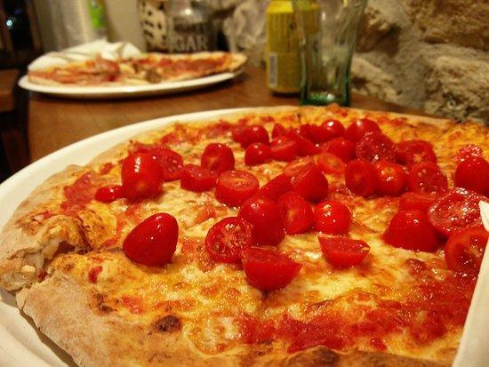San Fedele Intelvi, Italia: pizza