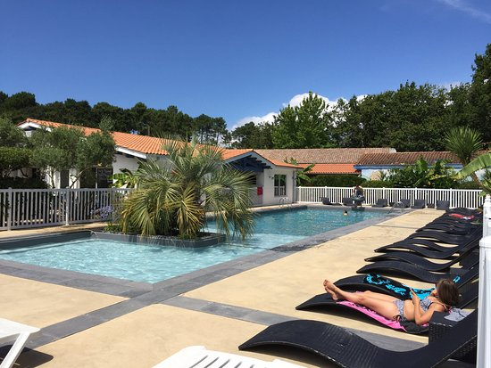 Biganos, France: La piscine