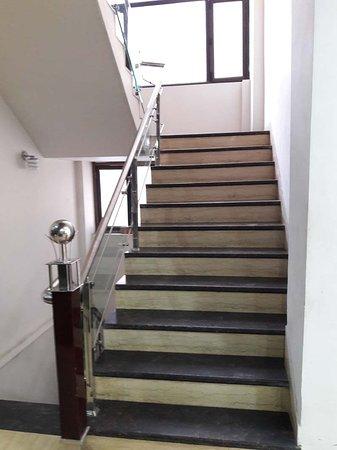 Hotel Namaskar Residency: Staircase