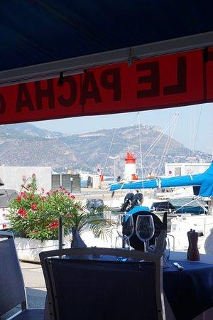 Le Sloop: table face au port
