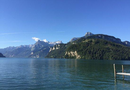Brunnen, Zwitserland: Vom Strand mit Sicht aufs Rütli