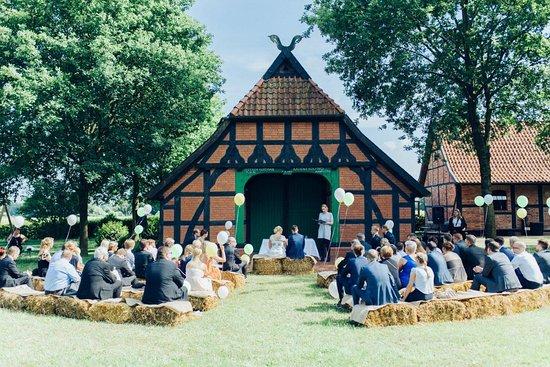 Freie Trauung Alte Schule Beim Hof Frien Bild Von Hof