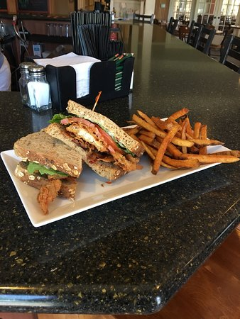Powells Point, NC: Greenside Bar & Grille