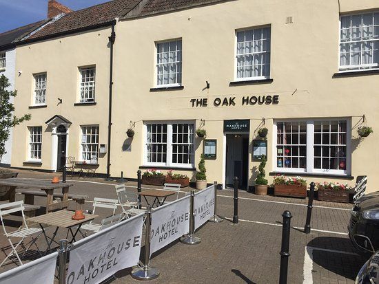 The Oak House Restaurant with Rooms: Hotel Entrance