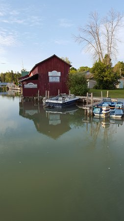 Alanson, MI: The tour includes a trip through a swing bridge! So fun!