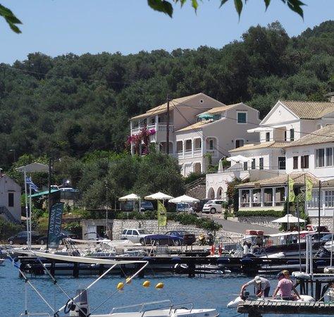 Agios Stefanos, Grecia: Giannis Boats at the green flag in Agios Stephanos