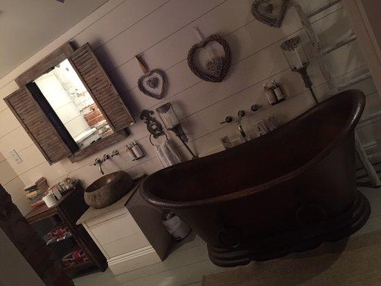 Malpas, UK: the bathroom