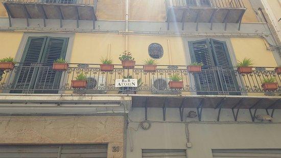 Attarin: Balcone